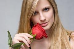 белокурое красное романтичное подняло Стоковое Фото