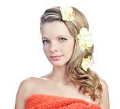 белокурое полотенце девушки Стоковое Изображение RF