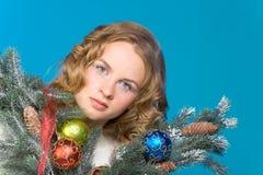 белокурое рождество украсило женщину портрета стоковые фото