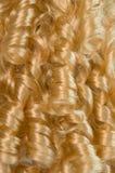 белокурые курчавые волосы Стоковые Фотографии RF