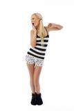 белокурые пижамы девушки стоя зевающ Стоковые Фото