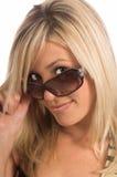 белокурые солнечные очки стоковые фотографии rf