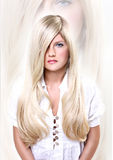 белокурые с волосами детеныши женщины Стоковое фото RF