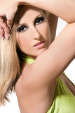 белокурые с волосами детеныши женщины стоковое изображение rf