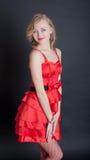 белокурый красный цвет платья Стоковые Фотографии RF