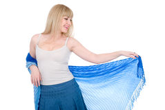 белокурый прелестно открытый шарф Стоковые Фотографии RF