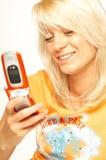 белокурый телефон девушки клетки стоковое фото rf