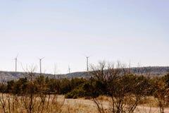 Белые ветротурбины в пустыне с голубым небом Стоковые Фото