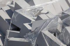 Белые кирпичи на строительной площадке как строительный материал стоковое изображение rf