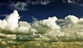 Белые кучевые облака в голубом небе днем, beautiful clouds royalty free stock photo