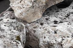Белые лежа камни Стоковая Фотография RF