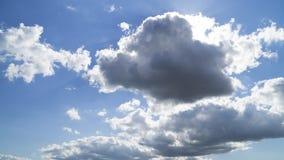 Белые облака в голубых небесах Стоковые Фото