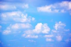 Белые облака в предпосылке 171018 0167 голубого неба Стоковое Фото