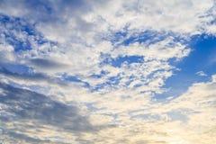 Белые облака и голубое небо Стоковая Фотография