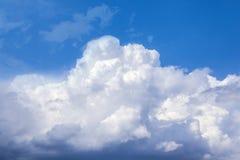 Белые облака шторма стоковые фотографии rf