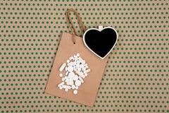 белые пилюльки и капсулы, handmade хозяйственная сумка, сумка подарка и bl Стоковые Изображения RF