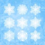 Белые силуэты снежинок изолированные на абстрактном backgro вектора иллюстрация вектора