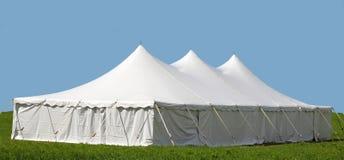 Белые события или шатер свадьбы на день ` s лета стоковые фото