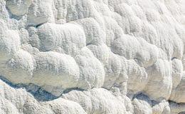 Белые террасы от Travertin, мрамора и гипса в Pamukkale, t стоковое изображение rf