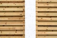 Белые штендер и предпосылка деревянных горизонтальных предкрылков Стоковое фото RF