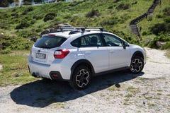 Белый автомобиль Subaru XV Suv стоковое изображение rf