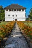 Белый Дом и красивый сад Стоковое Фото