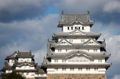 Белый замок Himeji на солнечном свете с предпосылкой голубого неба Замок Himeji также известный как белый замок цапли Стоковые Изображения RF