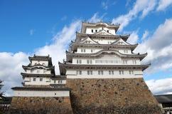 Белый замок Himeji на солнечном свете с предпосылкой голубого неба Замок Himeji также известный как белый замок цапли Стоковые Фото