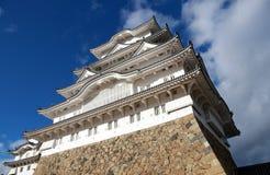 Белый замок Himeji на солнечном свете с предпосылкой голубого неба Замок Himeji также известный как белый замок цапли Стоковая Фотография