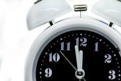 Белый изолированный будильник Стоковое Изображение