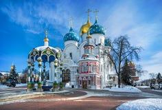 Белый каменный собор Uspenskiy стоковые фотографии rf