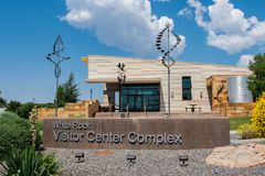 Белый комплекс центра для посетителей утеса Стоковое фото RF