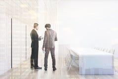 Белый конференц-зал в чердаке, встает на сторону тонизированный Стоковые Фото