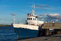 Белый корабль стоковое изображение