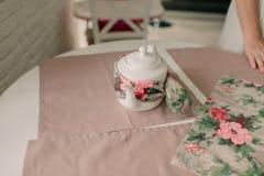 Белый обернутый чайник Стоковое Изображение RF