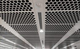 Белый пефорированный потолок стоковая фотография