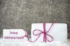 Белый подарок, снежинки, ярлык, Frohe Weihnachten значит с Рождеством Христовым Стоковое Фото