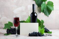 Белый пустой модель-макет вина карточки для ваших логотипа или текста стоковые изображения rf
