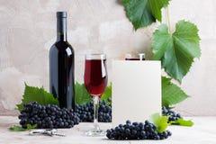 Белый пустой модель-макет вина карточки для ваших логотипа или текста стоковое фото rf
