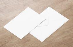 Белый пустой модель-макет конверта и пустой шаблон представления letterhead Стоковое Изображение RF