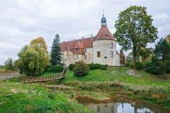 Белый, старый замок Старый объект культуры на Латвии Стоковые Фотографии RF