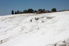 Белый травертин в Pamukkale стоковая фотография
