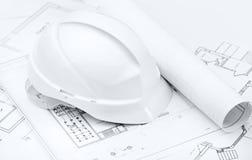 Белый трудный шлем на чертежах деятельности Стоковая Фотография