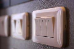 Белый электрический переключатель на стене Стоковые Фото