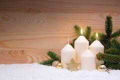 2 белых свечи горения для второго пришествия Стоковые Изображения