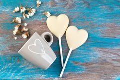 2 белых сердца конфеты шоколада Стоковые Изображения