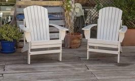 2 белых стуль на палубе в Испании Стоковое фото RF
