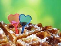 Бельгийские waffles украшенные с сердцами влюбленности Стоковое фото RF