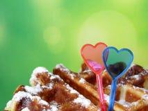 Бельгийские waffles украшенные с 2 сердцами влюбленности Стоковая Фотография