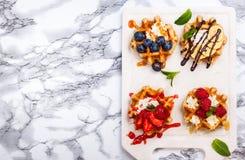 бельгийские waffles ягод Стоковое Изображение